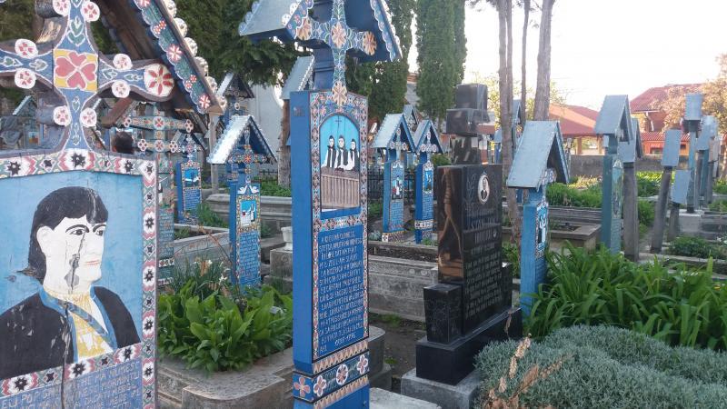 Happy Cemetery Săpănţa