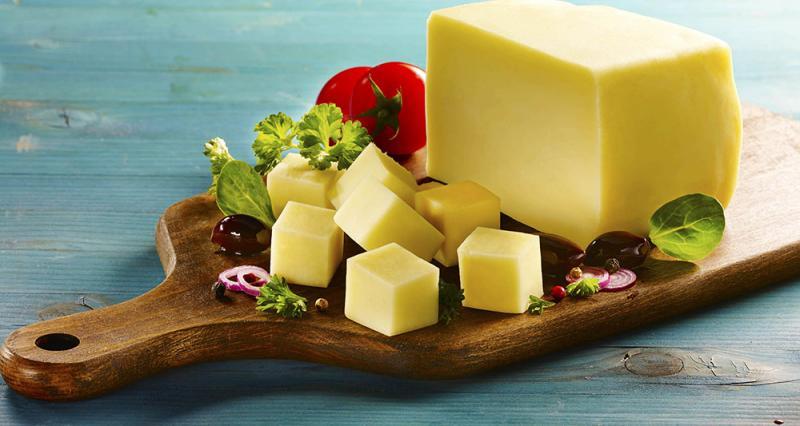 Semi-hard yellow cheese from Rausor